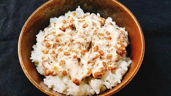 ご飯の上に納豆